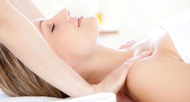 Suýt phải cắt bỏ ngực chỉ vì đi… massage, chuyên gia cảnh báo không được tùy tiện massage khu vực này - Ảnh 1.