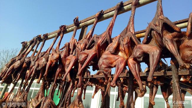 Gà hong gió - đặc sản có cái tên lãng mạn của cao nguyên Tây Tạng, được làm nên một cách tàn nhẫn từ những trái tim lạnh giá  - Ảnh 7.