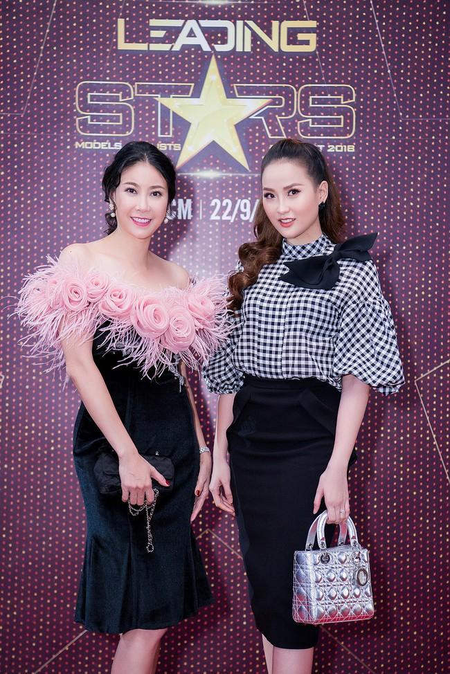 Xuất hiện với vẻ ngoài lạ lẫm, Anh Thư đọ nhan sắc bên Hoa hậu Hà Kiều Anh  - Ảnh 8.