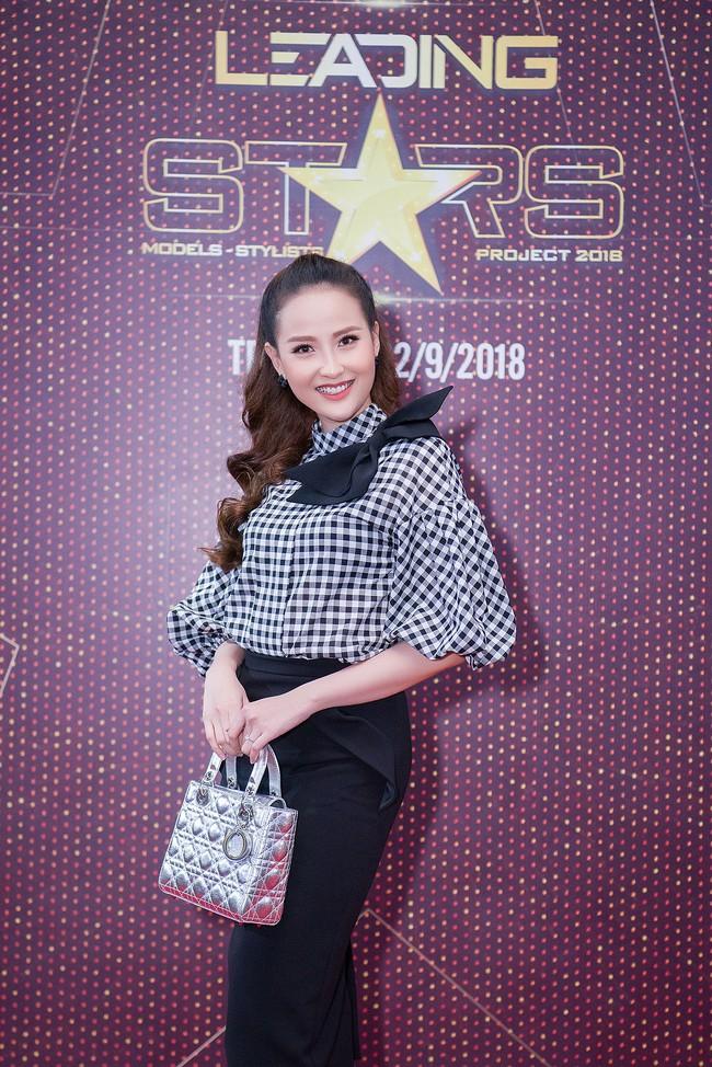 Xuất hiện với vẻ ngoài lạ lẫm, Anh Thư đọ nhan sắc bên Hoa hậu Hà Kiều Anh  - Ảnh 7.