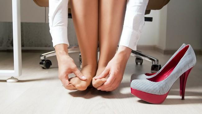Điều gì xảy ra với cơ thể bạn khi bạn ngừng ngay việc đi giày cao gót ngày này qua ngày khác? - Ảnh 3.
