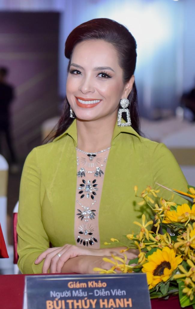 Xuất hiện với vẻ ngoài lạ lẫm, Anh Thư đọ nhan sắc bên Hoa hậu Hà Kiều Anh  - Ảnh 4.