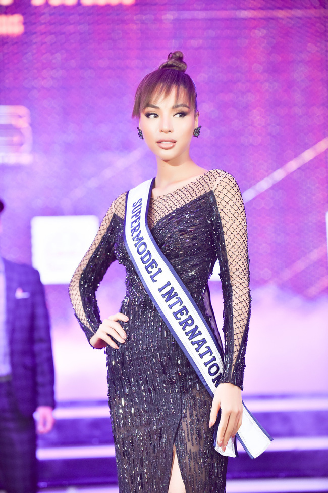 Xuất hiện với vẻ ngoài lạ lẫm, Anh Thư đọ nhan sắc bên Hoa hậu Hà Kiều Anh  - Ảnh 9.