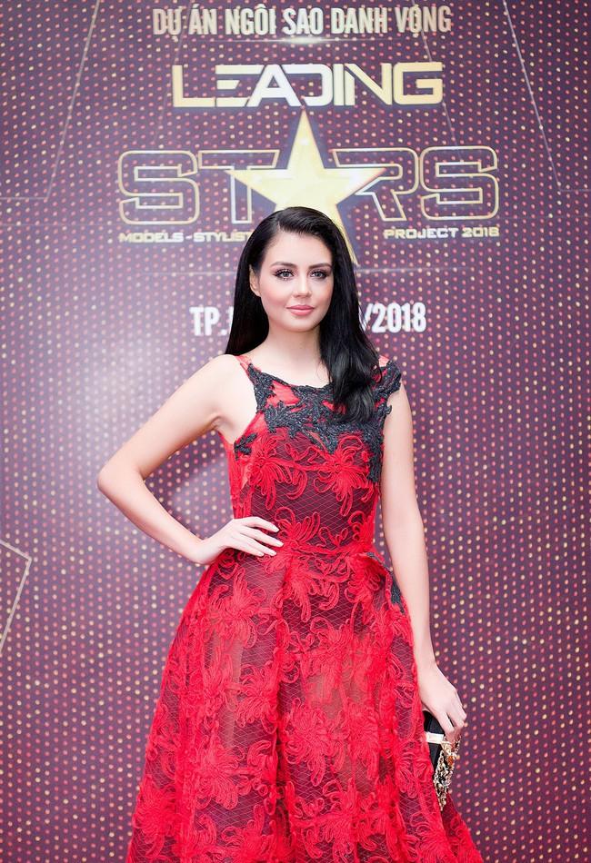 Xuất hiện với vẻ ngoài lạ lẫm, Anh Thư đọ nhan sắc bên Hoa hậu Hà Kiều Anh  - Ảnh 6.