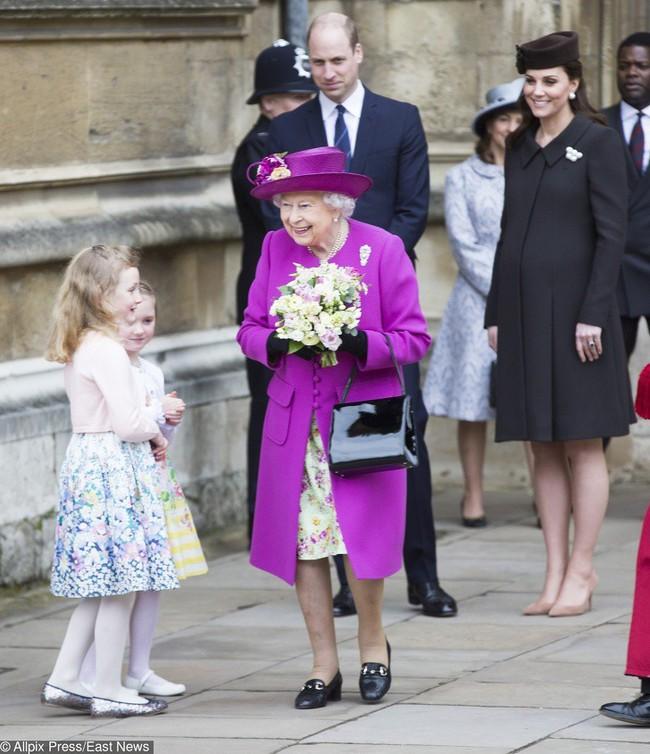 Đây chính là những bức ảnh chứng minh rằng cho dù bạn là Công nương, Hoàng tử hay Nữ Hoàng thì vẫn chỉ là những người vô cùng bình thường - Ảnh 2.