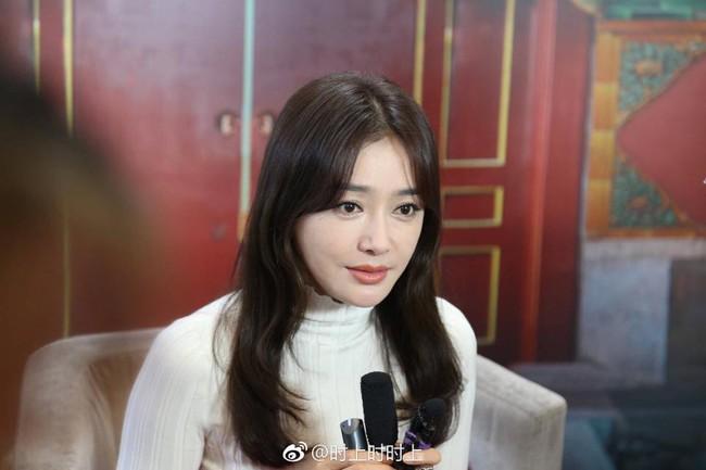 Cùng là U40: Phú sát Hoàng hậu Tần Lan mặc chất nhưng mặt đơ còn kế Hậu Xa Thi Mạn bánh bèo lại tỏa sáng - Ảnh 7.