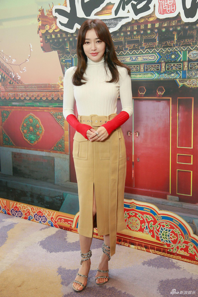 Cùng là U40: Phú sát Hoàng hậu Tần Lan mặc chất nhưng mặt đơ còn kế Hậu Xa Thi Mạn bánh bèo lại tỏa sáng - Ảnh 1.