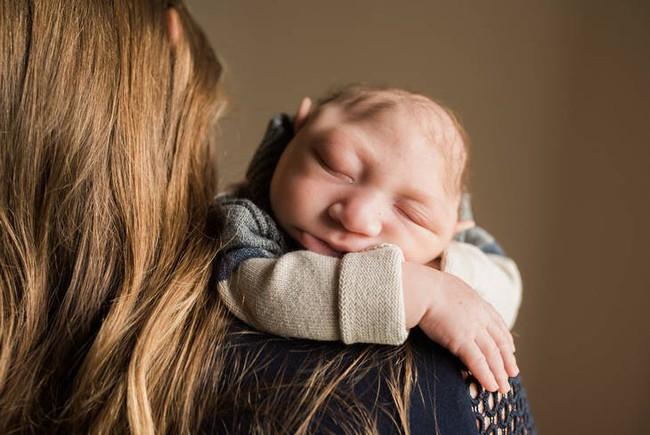 Tưởng thai bị chết lưu, bé trai chào đời trong sự kinh ngạc tột độ của mọi người - Ảnh 5.