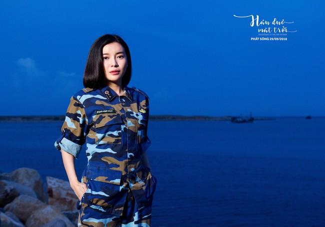Hậu duệ Mặt trời tung bộ ảnh quân nhân, Song Luân tạo dáng giống hệt Song Joong Ki   - Ảnh 5.