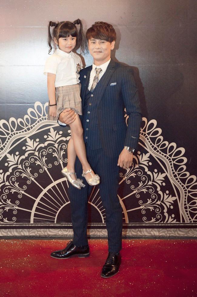 Ông bố đơn thân Ưng Đại Vệ hạnh phúc khoe con gái ngày càng xinh xắn  - Ảnh 2.