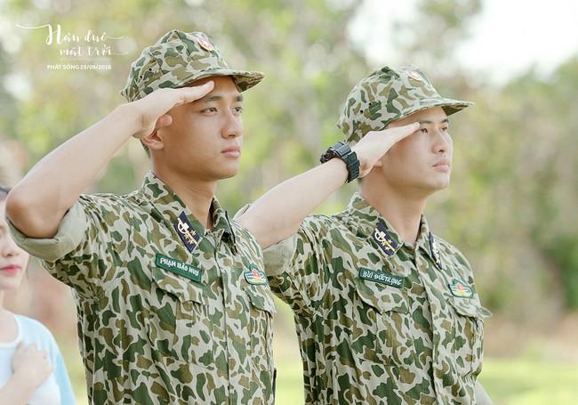 Hậu duệ Mặt trời tung bộ ảnh quân nhân, Song Luân tạo dáng giống hệt Song Joong Ki   - Ảnh 10.