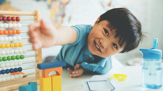 Theo phương pháp Montessori thì đây là 10 việc nên để con tự làm   - Ảnh 8.