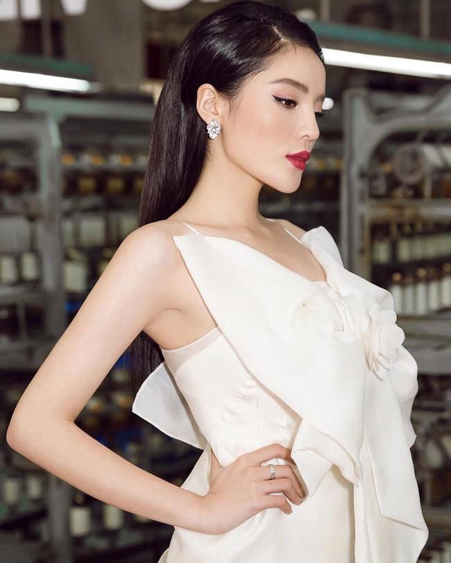 Trước thềm Paris Fashion Week, Kỳ Duyên chuẩn bị hành trang quần áo toàn là loạt đồ hiệu xa xỉ - Ảnh 1.