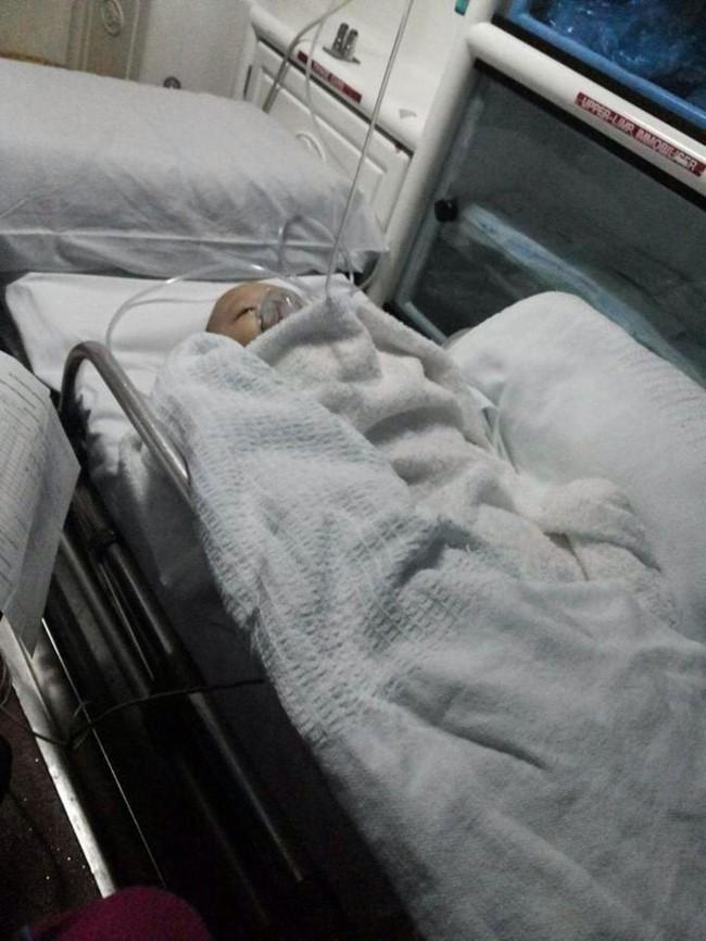 Chia sẻ hình ảnh đau lòng của con, bà mẹ khẩn thiết kêu gọi mọi người không mắc phải sai lầm này khi đi ô tô - Ảnh 3.