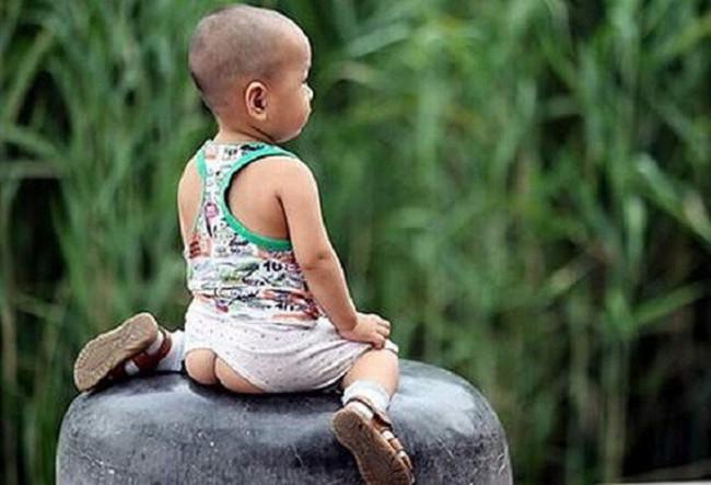 Bí quyết luyện bé ngồi bô chỉ trong 1 tuần theo cách của mẹ Trung Quốc - Ảnh 1.