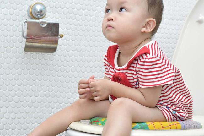Bí quyết luyện bé ngồi bô chỉ trong 1 tuần theo cách của mẹ Trung Quốc - Ảnh 2.