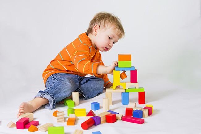 Chẳng cần đòn roi, bố mẹ hãy áp dụng ngay 4 cách phạt con dưới đây để khiến trẻ răm rắp nghe lời - Ảnh 1.