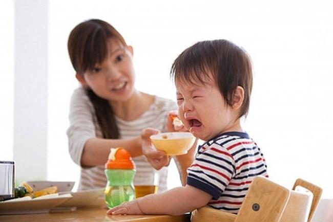 Chẳng cần đòn roi, bố mẹ hãy áp dụng ngay 4 cách phạt con dưới đây để khiến trẻ răm rắp nghe lời - Ảnh 2.