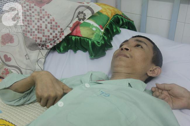 Phép màu đến với người mẹ xin cơm từ thiện, nuôi con trai liệt nửa người suốt 2 năm trời trong bệnh viện - Ảnh 5.