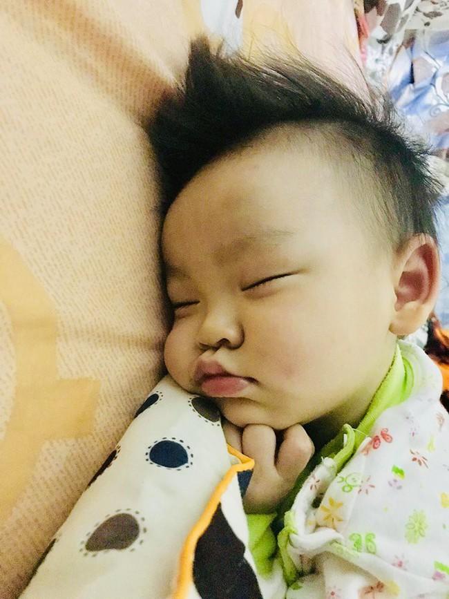 Từ 1 em bé thức dậy 20 - 30 lần/đêm, chỉ sau 1 tháng, mẹ đã luyện ngủ cho con thành công, giúp bé ngủ xuyên đêm - Ảnh 3.