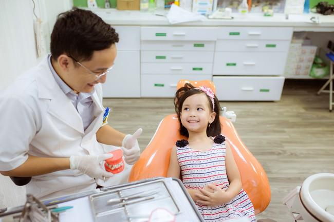 Nhiều biến chứng khôn lường từ việc bố mẹ tự nhổ răng sữa cho con tại nhà - Ảnh 1.
