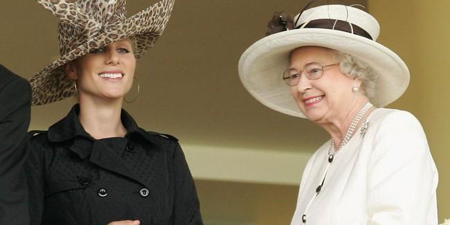 Xuất hiện trước công chúng nghiêm túc là vậy nhưng Nữ hoàng cũng có những khoảnh khắc phá lệ chứng tỏ là người bà tuyệt vời - Ảnh 18.