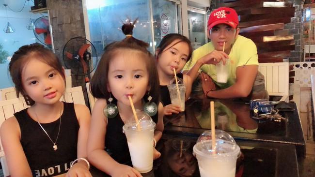 28 tuổi đã sinh 5 cô con gái, mẹ trẻ dành cả thanh xuân để đẻ chia sẻ niềm vui đông con ai cũng ngưỡng mộ - Ảnh 3.