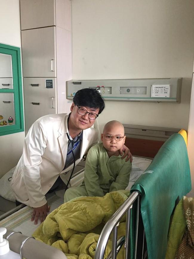 Chỉ sau một lần đau chân dữ dội, bé gái Hà Nội chưa từng biết đến bệnh viện đã được phát hiện mắc bệnh máu trắng - Ảnh 7.