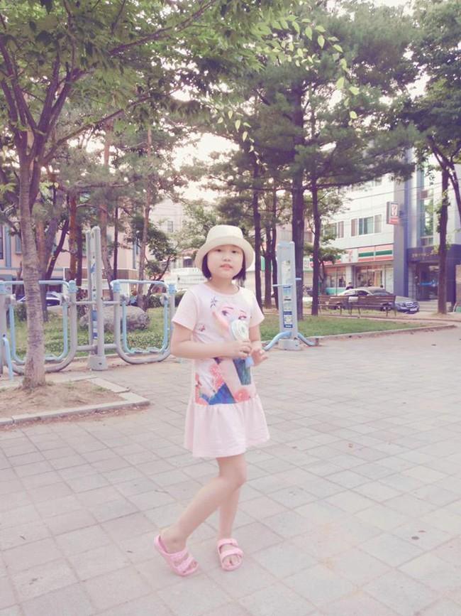 Chỉ sau một lần đau chân dữ dội, bé gái Hà Nội chưa từng biết đến bệnh viện đã được phát hiện mắc bệnh máu trắng - Ảnh 2.