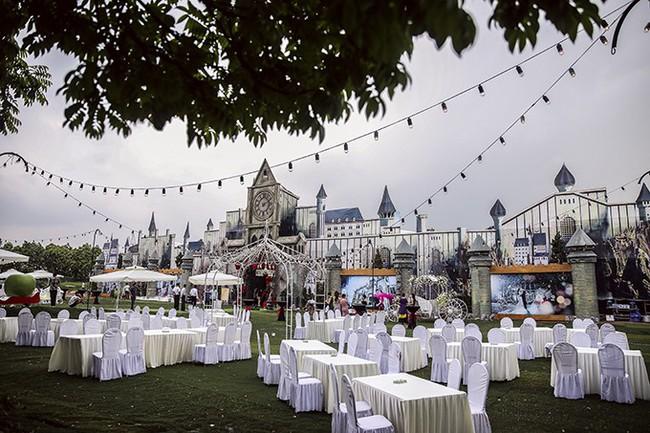 Tròn miệng dẹt mắt vì các siêu đám cưới sang, xịn, mịn: Tiệc cưới 3000 khách mời, cô dâu đội vương miện 100 cây vàng, đón dâu bằng phi cơ... - Ảnh 2.