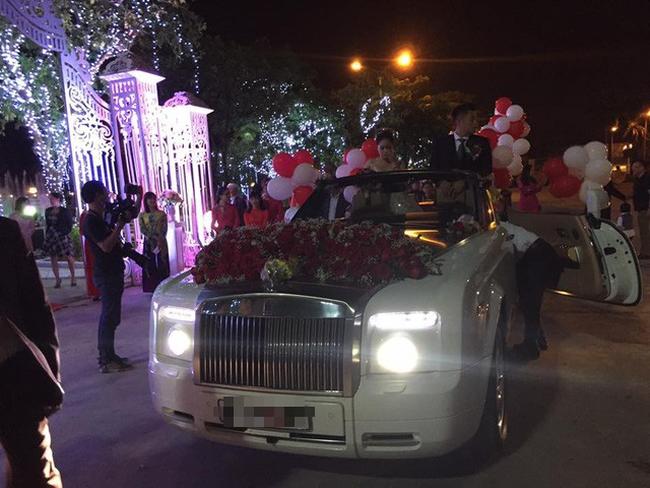 Tròn miệng dẹt mắt vì các siêu đám cưới sang, xịn, mịn: Tiệc cưới 3000 khách mời, cô dâu đội vương miện 100 cây vàng, đón dâu bằng phi cơ... - Ảnh 13.