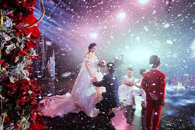 Tròn miệng dẹt mắt vì các siêu đám cưới sang, xịn, mịn: Tiệc cưới 3000 khách mời, cô dâu đội vương miện 100 cây vàng, đón dâu bằng phi cơ... - Ảnh 4.