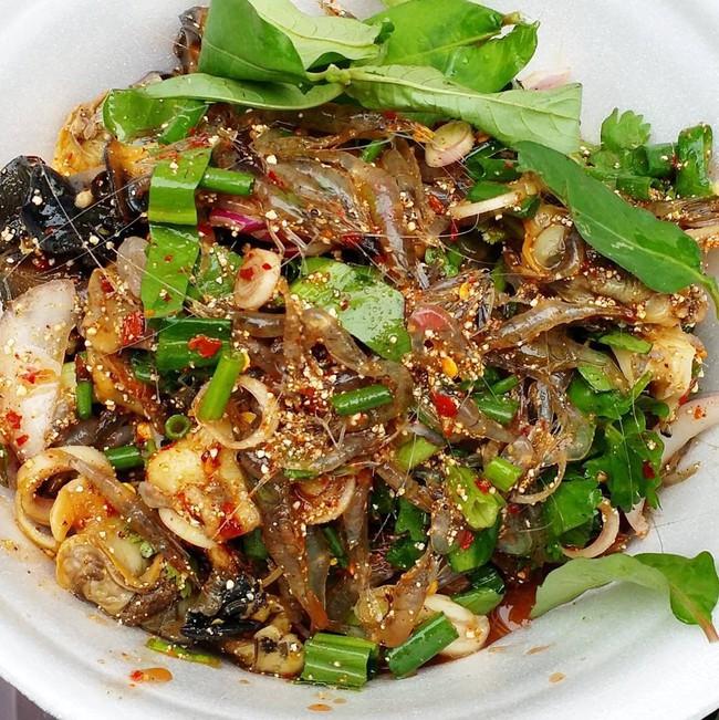 4 món ăn sống của châu Á chỉ nghe thôi cũng khiến khách Tây toát mồ hôi, chống chỉ định với người bụng yếu - Ảnh 3.