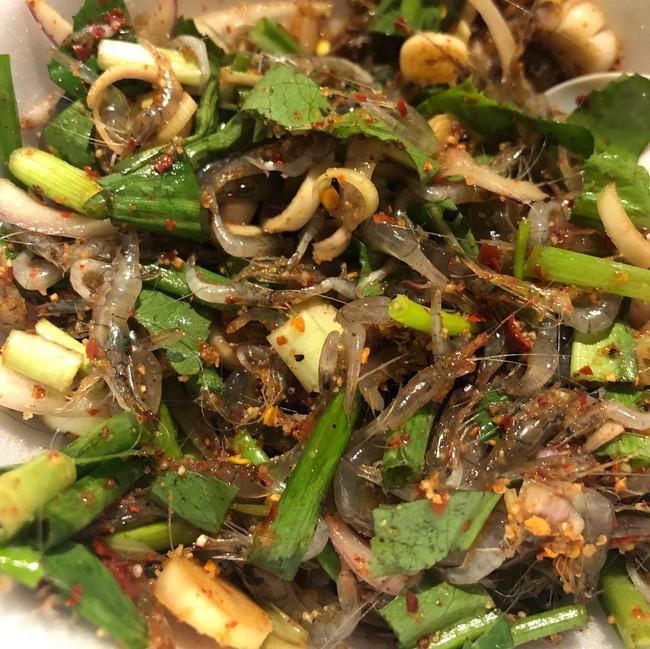 4 món ăn sống của châu Á chỉ nghe thôi cũng khiến khách Tây toát mồ hôi, chống chỉ định với người bụng yếu - Ảnh 2.