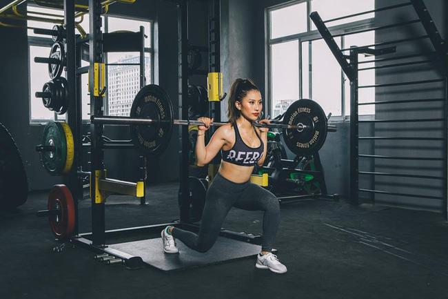 5 bài tập với tạ tốt nhất dành cho phụ nữ được huấn luyện viên hot girl bật mí bạn không nên bỏ qua - Ảnh 1.