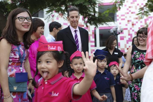 Buổi lễ khai giảng đẳng cấp, ngập sắc hồng của TH School - ngôi trường quốc tế hiện đại nhất thủ đô Hà Nội - Ảnh 12.