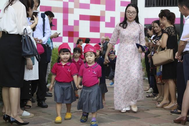 Buổi lễ khai giảng đẳng cấp, ngập sắc hồng của TH School - ngôi trường quốc tế hiện đại nhất thủ đô Hà Nội - Ảnh 14.