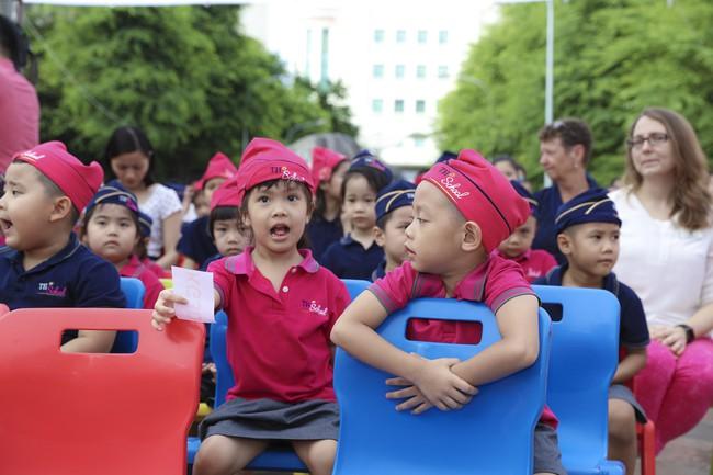 Buổi lễ khai giảng đẳng cấp, ngập sắc hồng của TH School - ngôi trường quốc tế hiện đại nhất thủ đô Hà Nội - Ảnh 1.