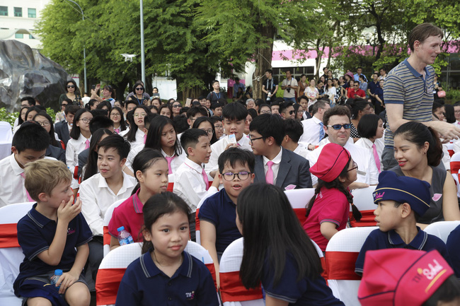 Buổi lễ khai giảng đẳng cấp, ngập sắc hồng của TH School - ngôi trường quốc tế hiện đại nhất thủ đô Hà Nội - Ảnh 4.