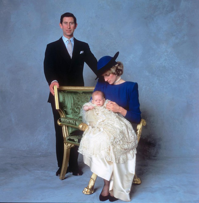 Lần đầu tiết lộ việc Hoàng tử Harry vừa chào đời, trái tim Công nương Diana đã bị bóp nghẹt vì câu nói phũ phàng của Thái tử Charles  - Ảnh 2.