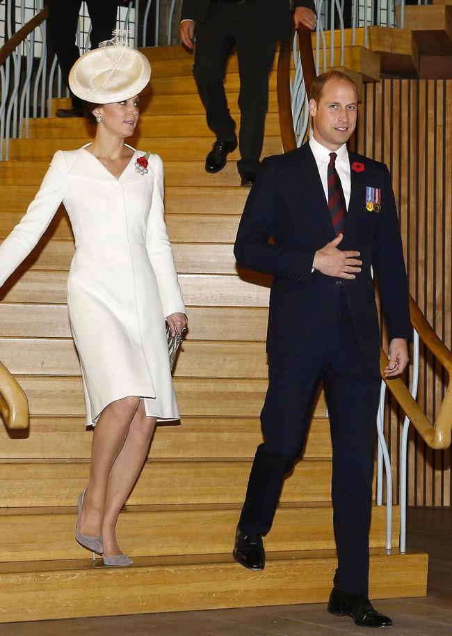 """Hai nàng dâu hoàng gia buộc phải tuân thủ quy tắc  """"khó nhằn"""" này ở bất cứ đâu, kể cả khi đứng hay khi ngồi - Ảnh 2."""