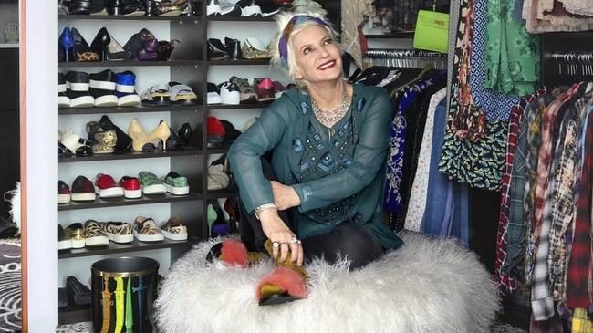 Ngắm thiết kế tủ quần áo của stylist nổi tiếng khiến bạn ngỡ như mình bước chân nhầm vào cửa hàng thời trang - Ảnh 4.