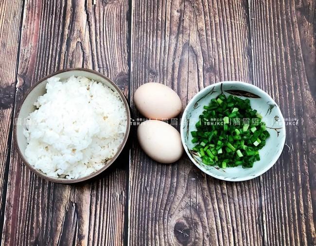 Học lỏm được bí kíp của đầu bếp, tôi làm cơm chiên trứng theo cách này khiến cả nhà ăn xong ai cũng khen nức nở - Ảnh 1.