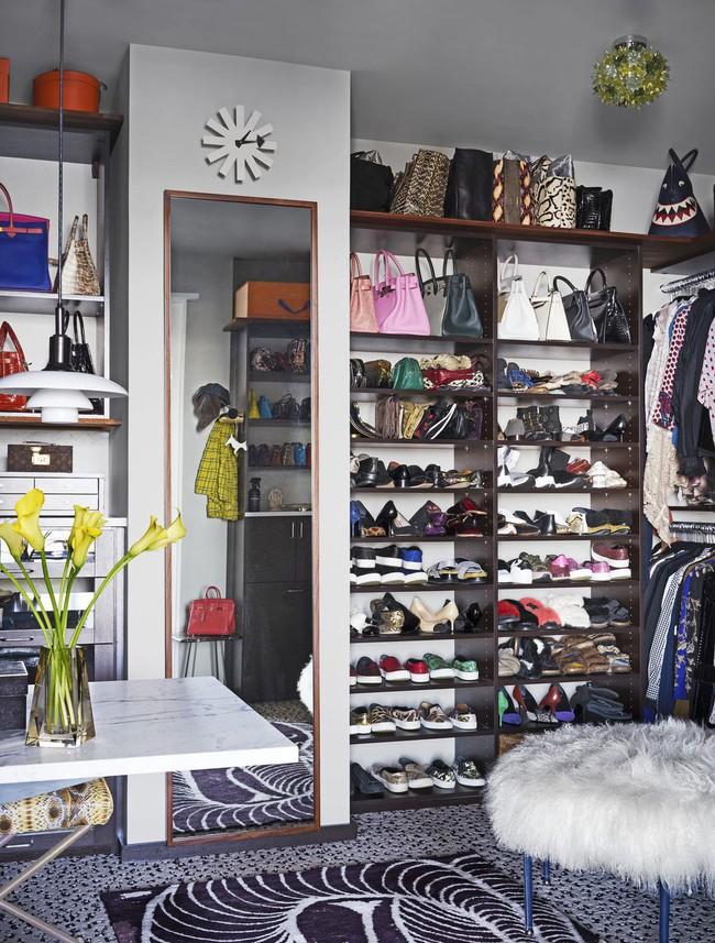 Ngắm thiết kế tủ quần áo của stylist nổi tiếng khiến bạn ngỡ như mình bước chân nhầm vào cửa hàng thời trang - Ảnh 1.