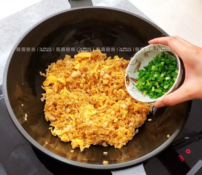 Học lỏm được bí kíp của đầu bếp, tôi làm cơm chiên trứng theo cách này khiến cả nhà ăn xong ai cũng khen nức nở - Ảnh 5.