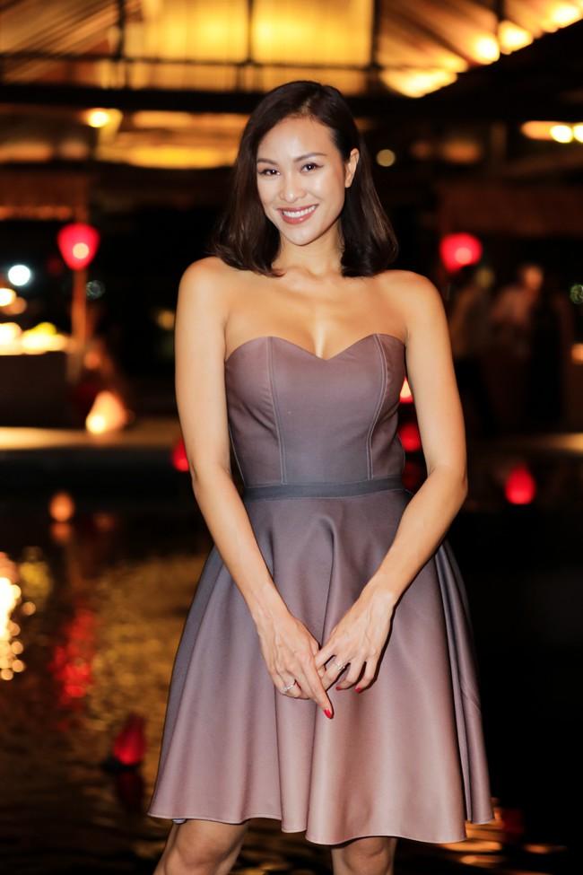 Trương Ngọc Ánh gương mặt khác lạ xuất hiện bên bà xã Bình Minh - Ảnh 9.