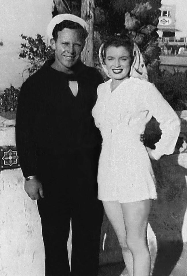 Ảnh cưới hiếm hoi của Marilyn Monroe và người chồng đầu tiên trong cuộc hôn nhân chớp nhoáng năm 16 tuổi - Ảnh 4.