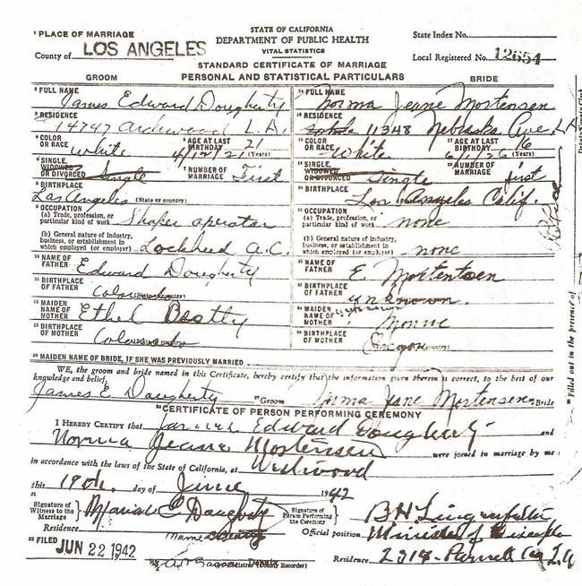 Ảnh cưới hiếm hoi của Marilyn Monroe và người chồng đầu tiên trong cuộc hôn nhân chớp nhoáng năm 16 tuổi - Ảnh 5.