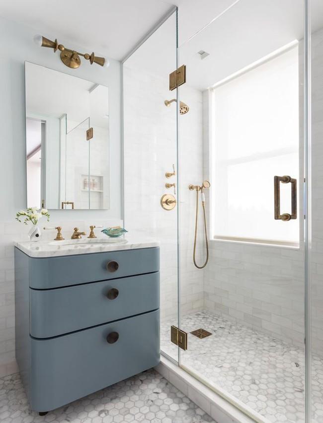 Lý do khiến không gì có thể thay thế được chiếc vòi hoa sen trong phòng tắm gia đình - Ảnh 2.