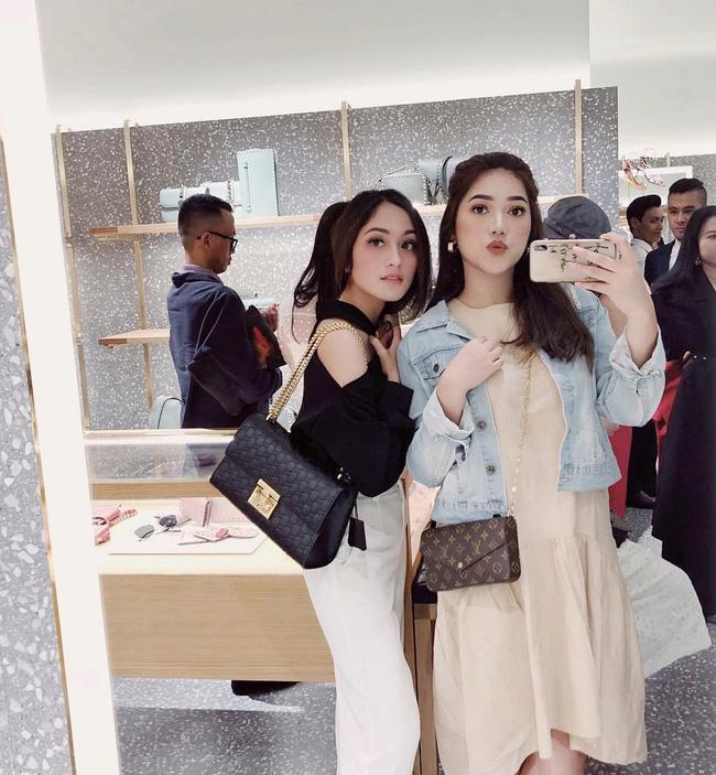 Cuộc sống sang chảnh của cặp bạn thân blogger xinh đẹp, nổi tiếng hàng đầu Indonesia - Ảnh 11.